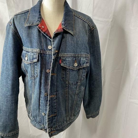 Vintage men's Levi's denim trucker jacket